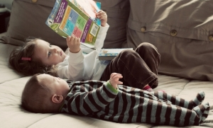 two-kids-reading